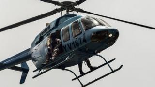 バレンシア市の上空を警戒のため飛ぶ治安部隊のヘリコプター