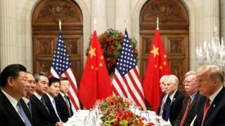Делегации Китая и США за столом