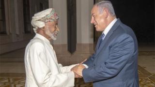 Omani Sultan Qaboos (left) and Israel's Benjamin Netanyahu (28/10/18)