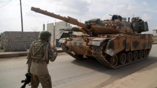 نیروهای ترکیه در شمال سوریه از شورشیان حمایت می کنند