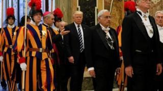 Archbishop Georg Ganswein sun gaisa da shugaba Trump