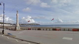 Harris Promenade and Douglas War Memorial