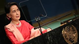 An dauki hoton a ranar 21 ga watan Satumba 2016 , a lokacin da Aung San Suu Kyi ke yi wa taron Majalisar Dinkin Duniya a karo na 71 a Manhattan, da ke Amurka.