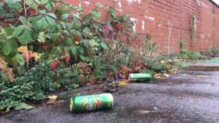 Caniau alcohol ar y stryd ym Mhillgwenlli, Casnewydd