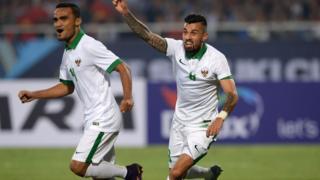 Lilipaly của Indonesia ăn mừng sau khi ghi bàn trong trận lượt về bán kết ở sân Mỹ Đình