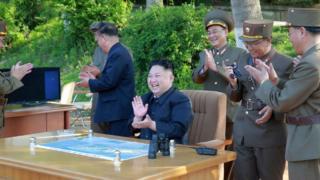 Лидер КНДР Ким Чен Ын на очередном испытании северокорейской ракеты