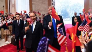 Tổng thống Mỹ Donald Trump và Thủ tướng VN Nguyễn Xuân Phúc trước thềm Thượng đỉnh Trump-Kim tại Hà Nội ngày 27/1/2019