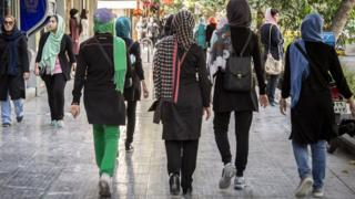 Women walking in Isfahan (file photo)