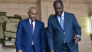 Le président de la CAF, Ahmad (à gauche), a rencontré le président ivoirien Alassane Ouattara, mardi 29 janvier 2019 à Abidjan.