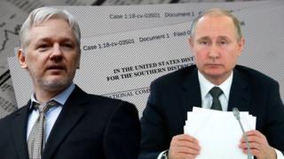 Julian Assange (Bidix), aasaasaha Wikileaks, iyo madaxweyne Vladimir Putin ayaa labadaba lagu xusay waraaqaha dacwada