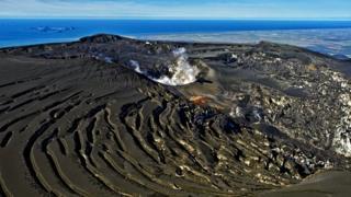 Исландский вулкан Эйяфьятлайокудль.