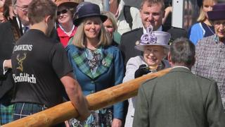 The Queen poured whisky from a quaich on to the caber