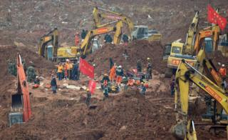 Rescue workers look for survivors after a landslide hit an industrial park in Shenzhen, south China's Guangdong province on 22 December 2015