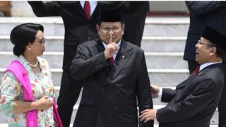 Prabowo (tengah) bersama Menteri Luar Negeri Retno Marsudi dan Mensesneg Pratikno.