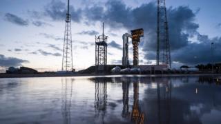 На стартовой позиции - ракета Atlas V с капсулой Starliner