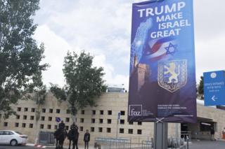 Israeli police dey guard di US consulate for Jerusalem