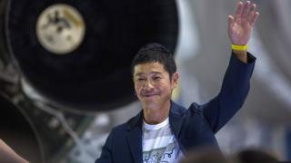 前澤友作氏は、自分のツイートを共有した人の中から100人に100万円ずつ、合計1億円を贈ると約束した