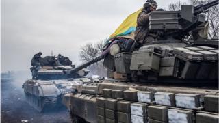 Украинские военные выходят из Дебальцево в Артемовск (сейчас Бахмут), 19 февраля 2015 года
