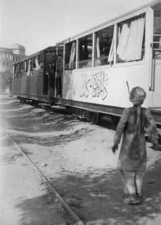 په ۱۹۳۰ کال په افغانستان کې د اورګاډي پټلۍ جوړه شوه چې له دار الامان ماڼۍ پيل او اووه کيلیو متره اوږدوالی يې درلود