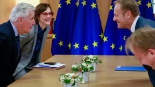 Negociadores britânicos e europeus, em Bruxelas