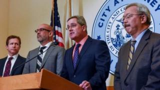 مقام های شهر سانفرانسیسکو در همان ماه ژانویه و همزمان با صدور این حکم حکومتی آن را به دادگاه برده بودند