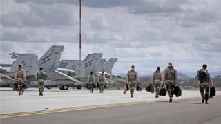 Ciidammada cirka ee Australia oo isu diyaarinaya in ay duuliyaan diyaaradda F/A-18E