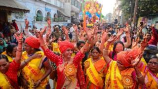 Индиядагы майрамдардын биринде тартылган сүрөт