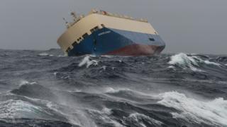 仏沿岸を漂流するモダン・エクスプレス号(1月31日)