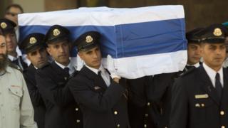 Cənab Peresin tabutu Qüdsdə parlament binasının qarşısına qoyulub
