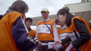 Matsudo'da demans hastalığına ilişkin farkındalık yaratmaya çalışan gönüllüler