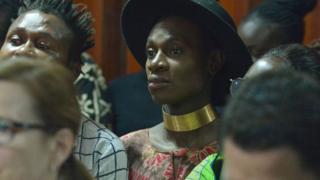 동성애자 성차별금지법 재판소 청문회에 정기적으로 참석하는 LGBT 활동가들