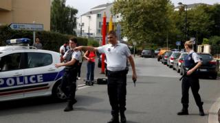 Француска полиција обезбеђује улице