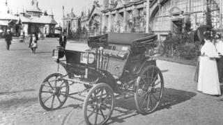 Первый российский автомобиль Фрезе-Яковлева на Еижегородской промышленной выставке (1896 год)