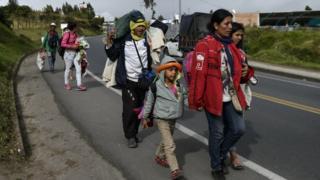 MIgrantes venezolanos en la frontera en el sur de Colombia, camino a Perú.