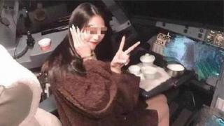 Hình ảnh cô gái chụp trong buồng lái được lan truyền nhanh chóng trên Weibo