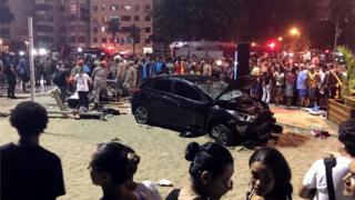 Carro que perdeu o controle e atropelou 15 pessoas em Copacabana