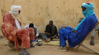 Dadka Tuareg taariikhiyan waa reer guuraa dadka Berber ah oo ku nool dalka Mali iyo wadammada dariska la ah