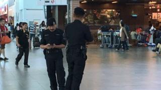 полиция в аэропорту Куала-Лумпур