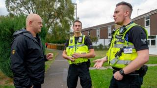 Ross Kemp interviews PC Rob Monk and PC Gary Liddle in Northampton