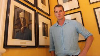 Dan Snow with the portrait of David Lloyd George at 10 Downing Street