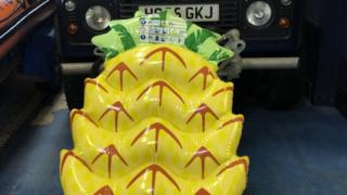 The inflatable pineapple