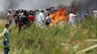 حريق في مخيم للاجئين سوريين في لبنان