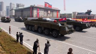 उत्तर कोरिया परेड