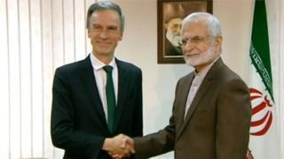 Quốc vụ khanh Bộ Ngoại giao Anh Andrew Murrison gặp ngài Kamal Kharazi ở Tehran hôm 23/6