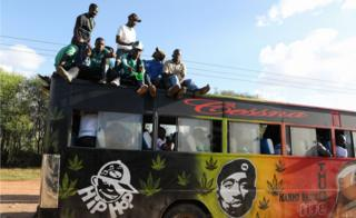 Fans of Kenya club Gor Mahia dey ginger well-well on top of matatu after dia team played against Tunisian club Esperance for CAF Champions League first round match between Gor Mahia and Esperance Tunis, for Machakos, Kenya, 07 March 2018.