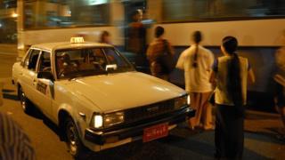 ရန်ကုန်မြို့က တက္ကစီနဲ့ ခရီးသည်တွေ