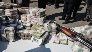 نیروی انتظامی تهران میگوید پلیس آگاهی ۵۵۰ میلیون تومان پولهای به سرقت رفته را کشف و ضبط کرده است