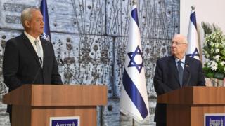 Benny Gantz (left) and President Reuven Rivlin (16 March 2020)