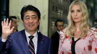 日本首相安倍晋三和伊万卡