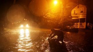 El temido huracán Florence comienza a golpear la costa este de Estados Unidos como ciclón de categoría 1 - BBC News Mundo